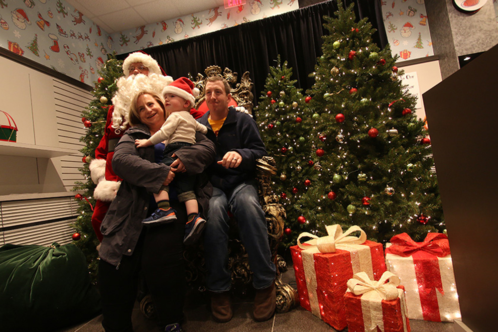 RTH Photo Booths - Photos With Santa
